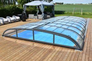 Ett pooltak sänker uppvärmningskostnaden för din pool