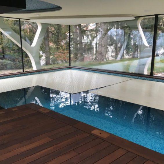 Lamelltäckning av pool